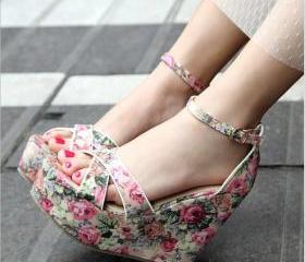 Floral cloth bag with simple cross- heel wedge sandals with high heels shoes