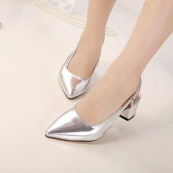 Metal tip low-heeled sandals with thick shoes